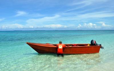 Mooring the boat at Tepuka, Funafuti Atoll, Tuvalu
